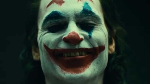 Joaquin-Phoenix-Joker-Clown